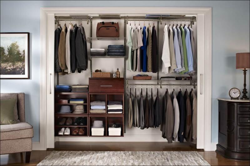 Sắp xếp tủ quần áo theo từng màu sắc, thứ tự