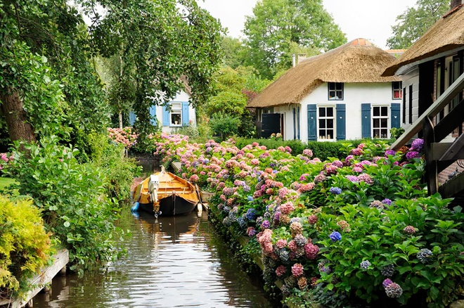 Nét đẹp hiền hoà, xanh tươi của ngôi làng Giethoorn