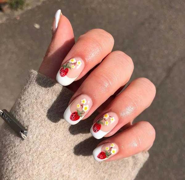 Kết hợp giữa nail hoa và dâu tây