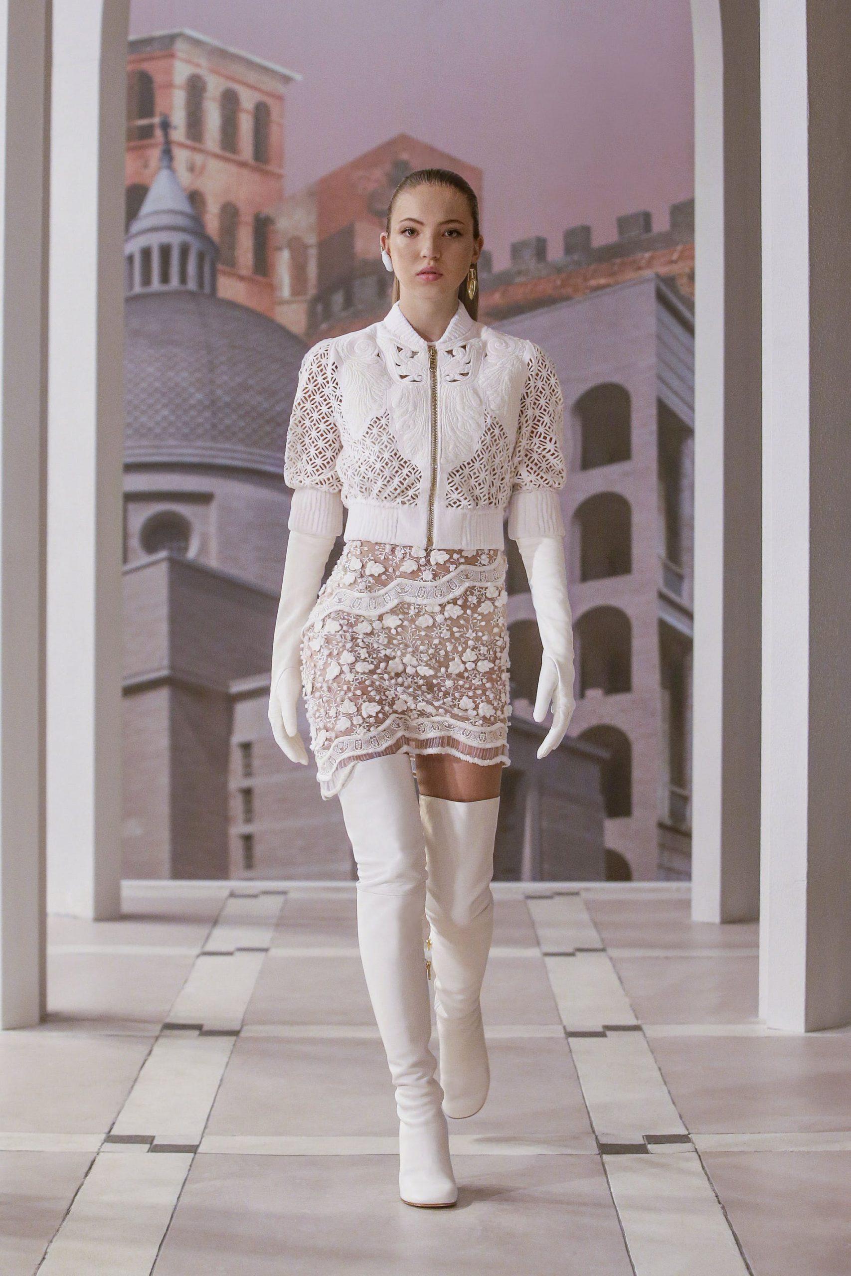 Bộ sưu tập thời trang cao cấp mới nhất của Kim Jones là một sự tôn kính đối với Rome