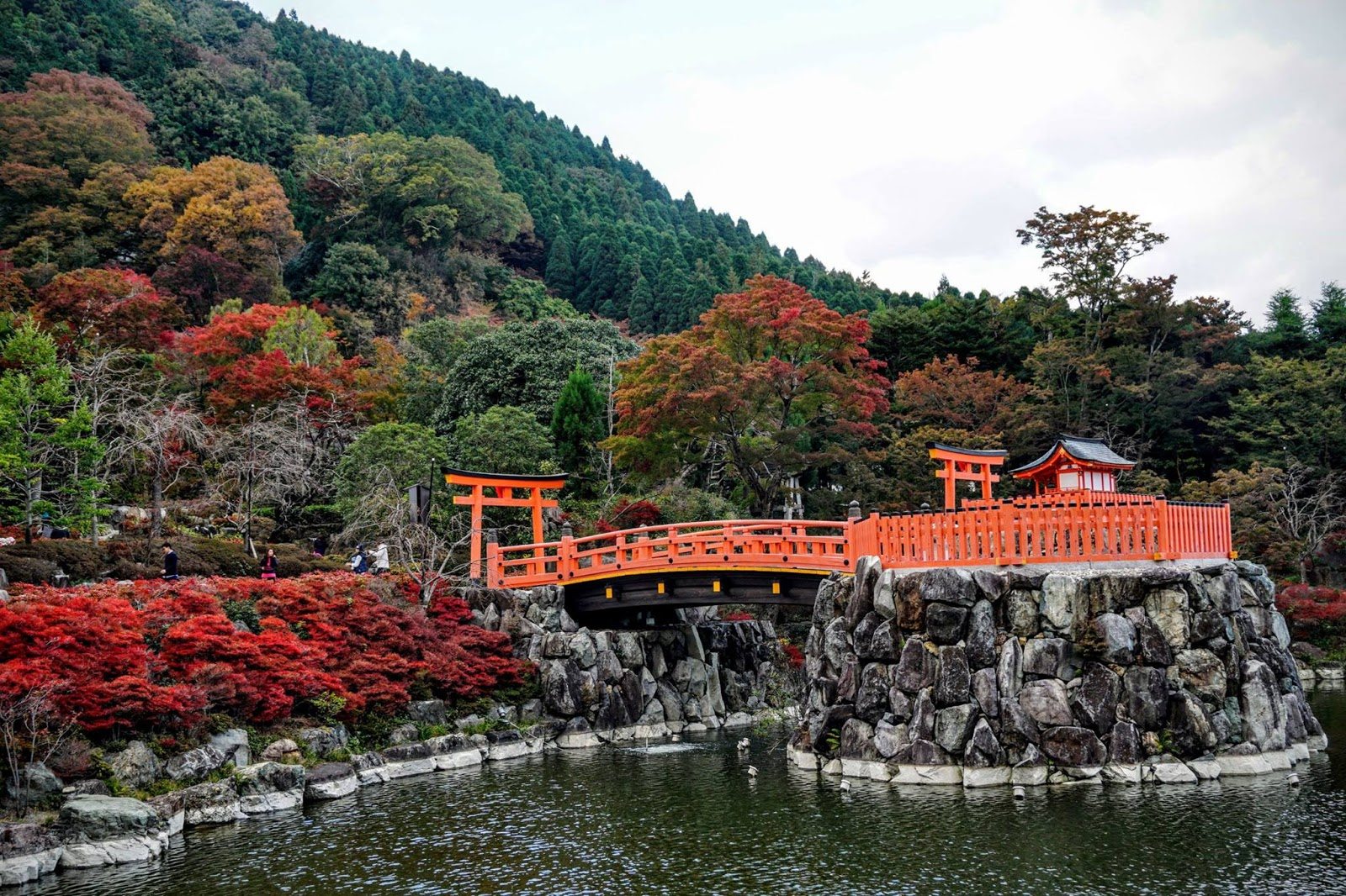Chùa Katsuoji nổi tiếng vì sự may mắn ở Nhật Bản