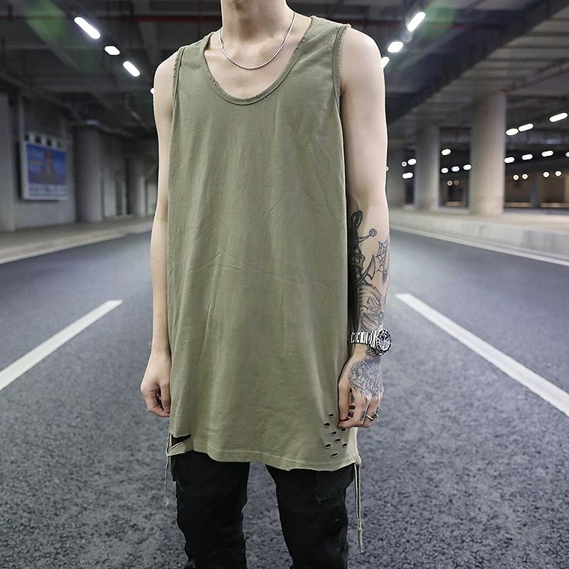 Áo ba lỗ này là kiểu thiết kế phá cách dành cho anh chàng thích phong cách đường phố, hiphop.