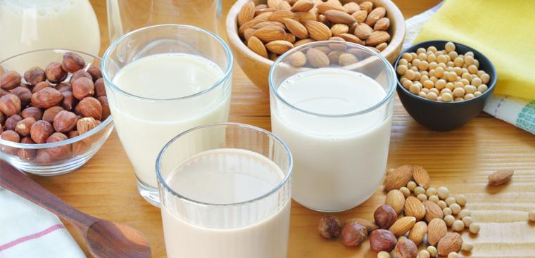 Cách làm món sữa óc chó hạnh nhân