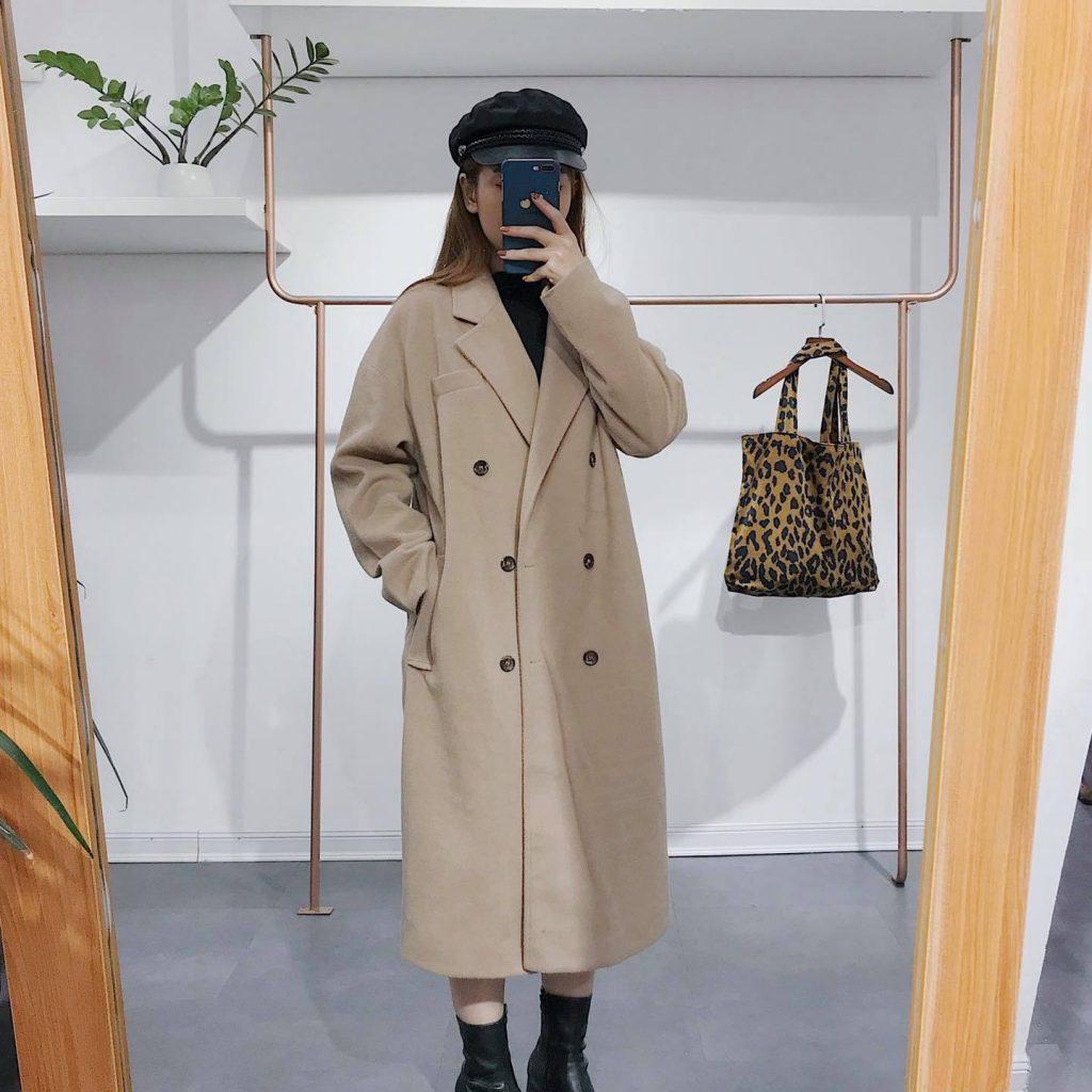 Áo khoác dạ nữ dáng dài.