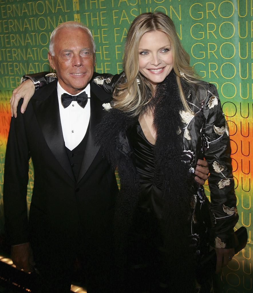 Michelle Pfeiffer mặc đồ của ông lên thảm đỏ khiến nhiều sao khác học theo