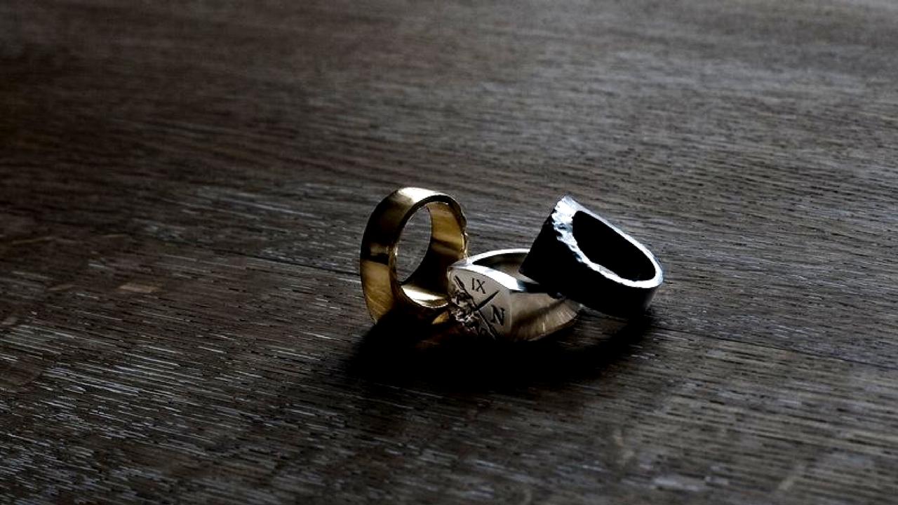 nên ưu tiên các mẫu nhẫn có thiết kế đơn giản, tinh tế và pha chút cổ điển