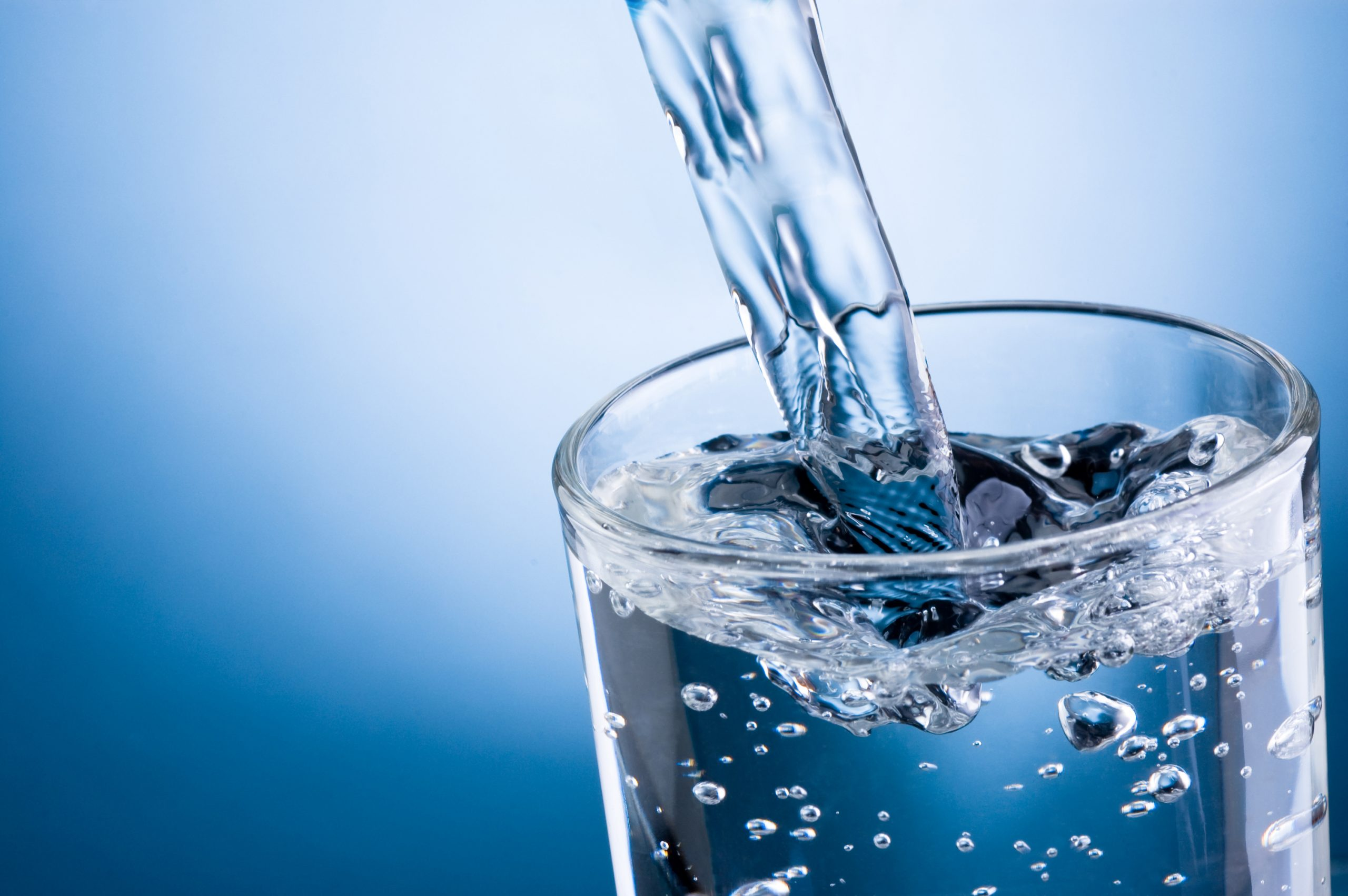 Bổ sung đủ nước mỗi ngày