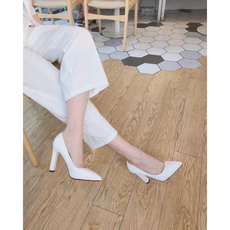 Nguyên tắc phối giày màu basic đen và trắng.