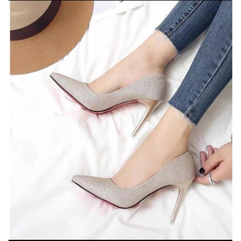 Nguyên tắc phối trang phục với giày ánh kim quyến rũ.