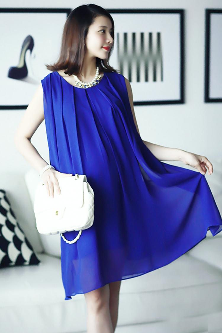 Lựa chọn váy xuông dáng dài cho bà bầu nơi công sở.