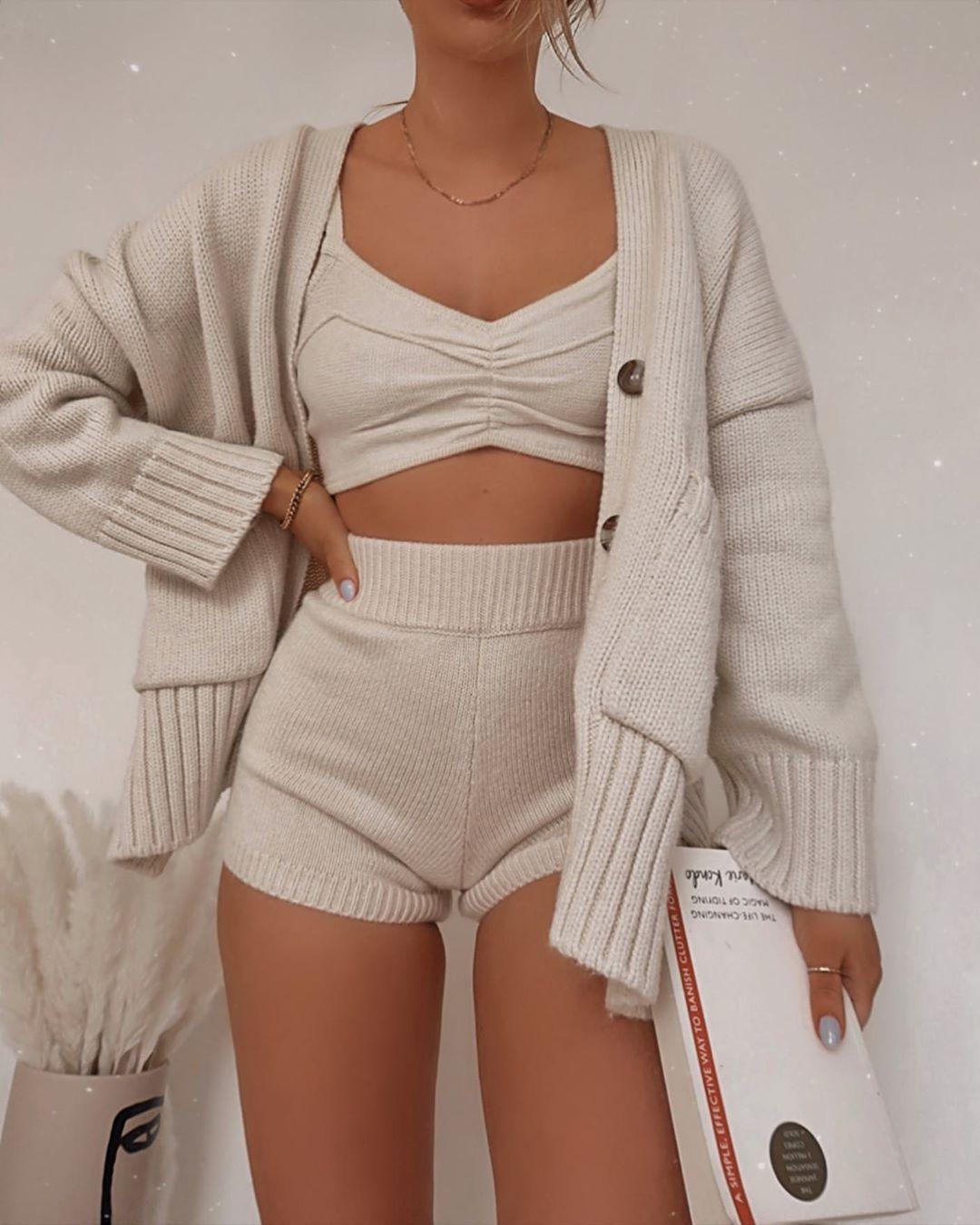 Quần trắng dệt kim mềm mại