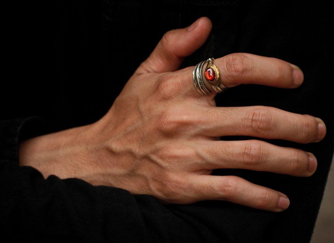 Người đeo nhẫn ở ngón cái thường là người độc lập, mạnh mẽ, dám chấp nhận thử thách