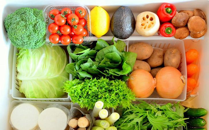 Phân loại rau củ trước khi cho vào tủ lạnh