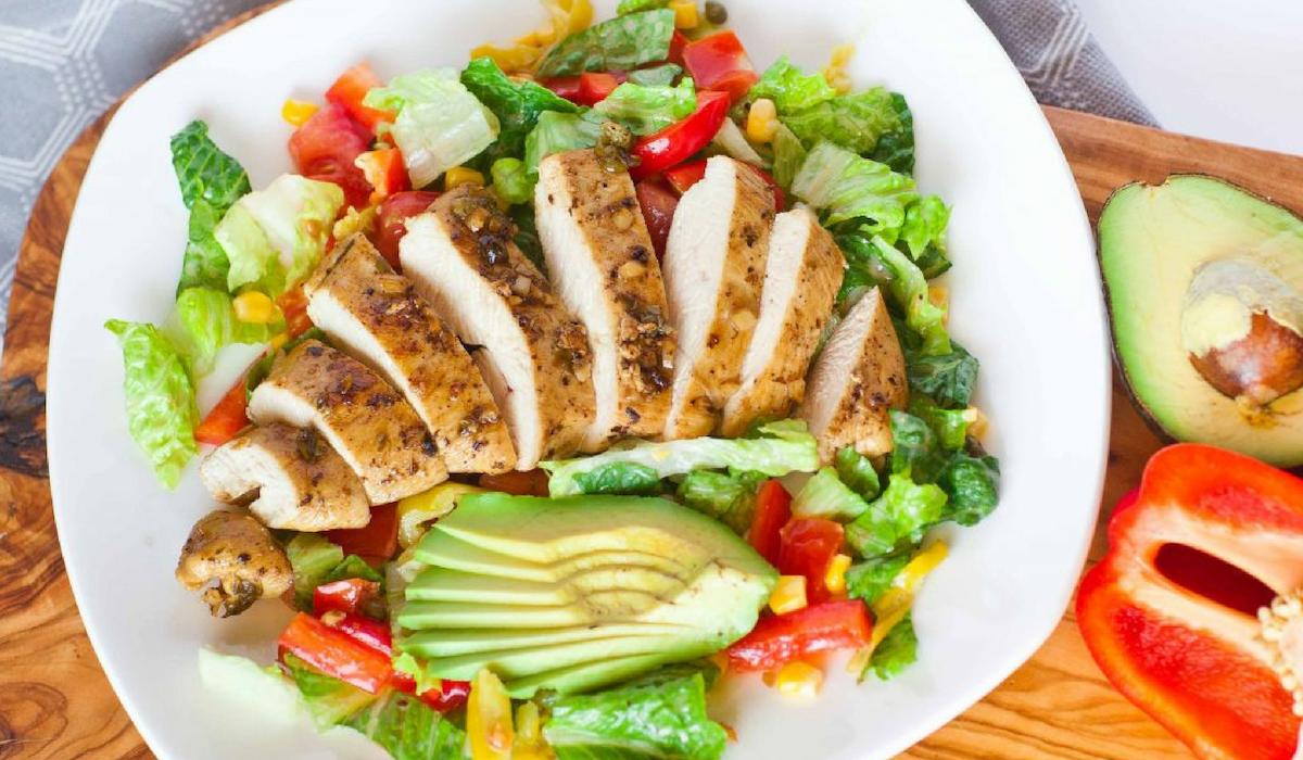 Ăn các món ăn được chế biến với thịt nạc gà