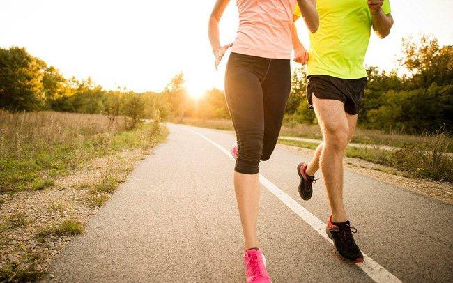 Tập luyện nhẹ nhàng bằng cách chạy bộ