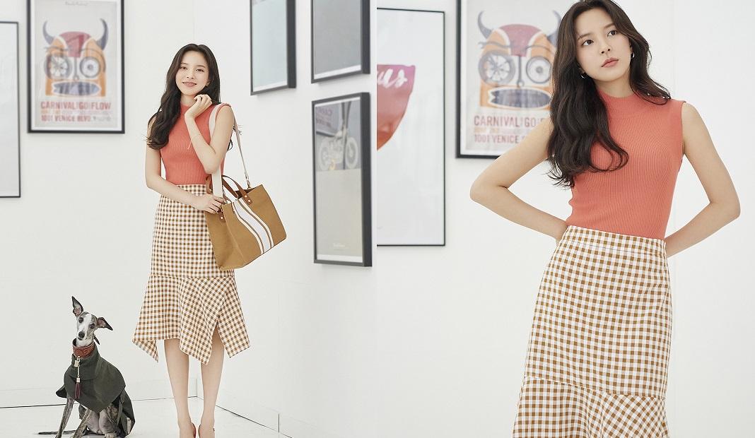 Áo ba lỗ phối cùng váy dài tối giản mà thanh lịch