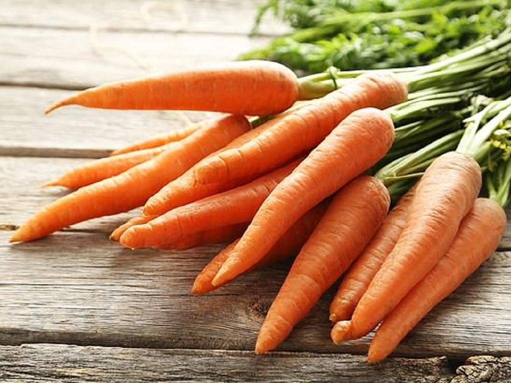Bắp cải, cà rốt, súp lơ trắng, dưa chuột ít calo và giàu vitamin