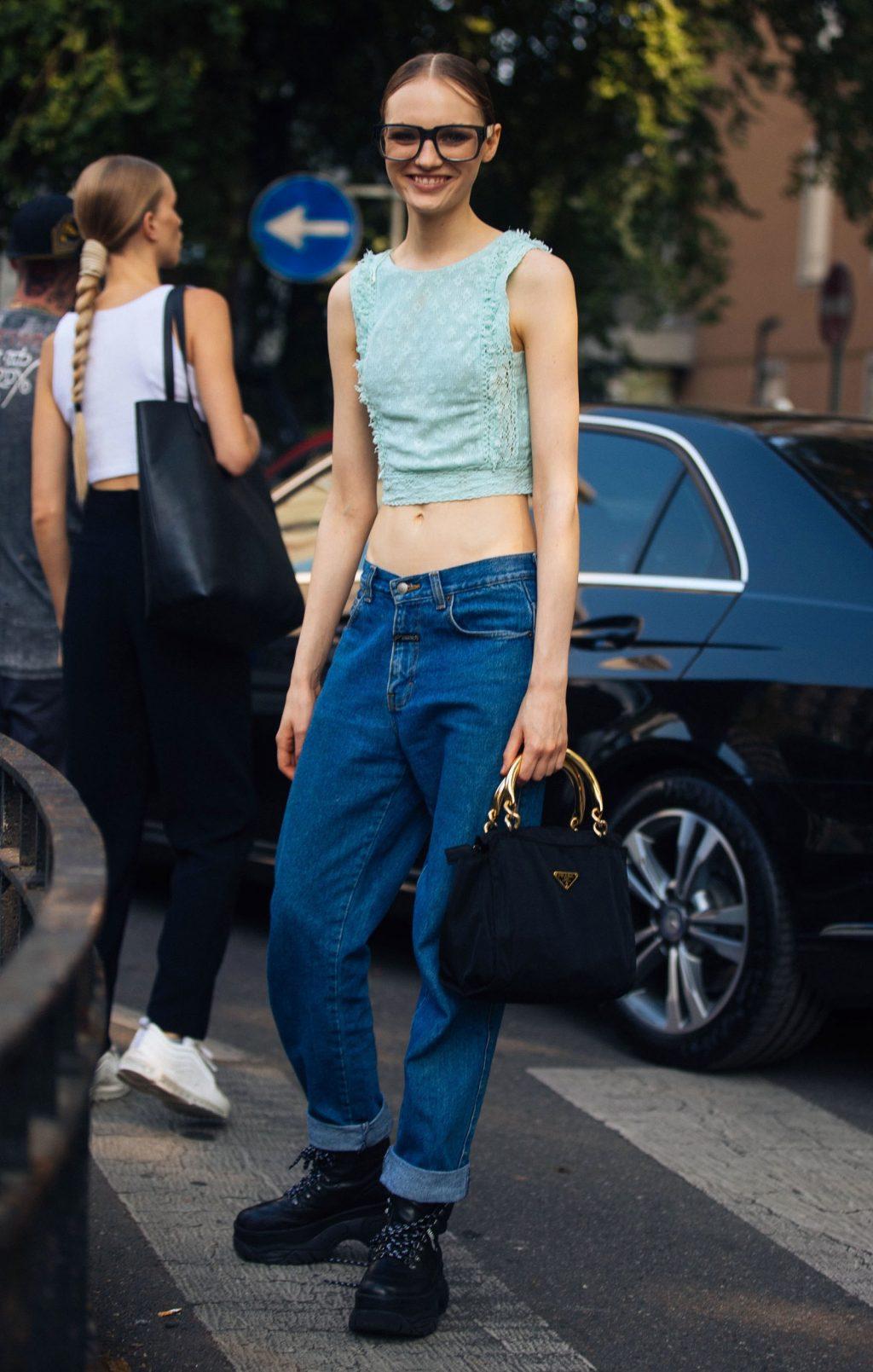 Làm sao để mặc quần cạp trễ đẹp?