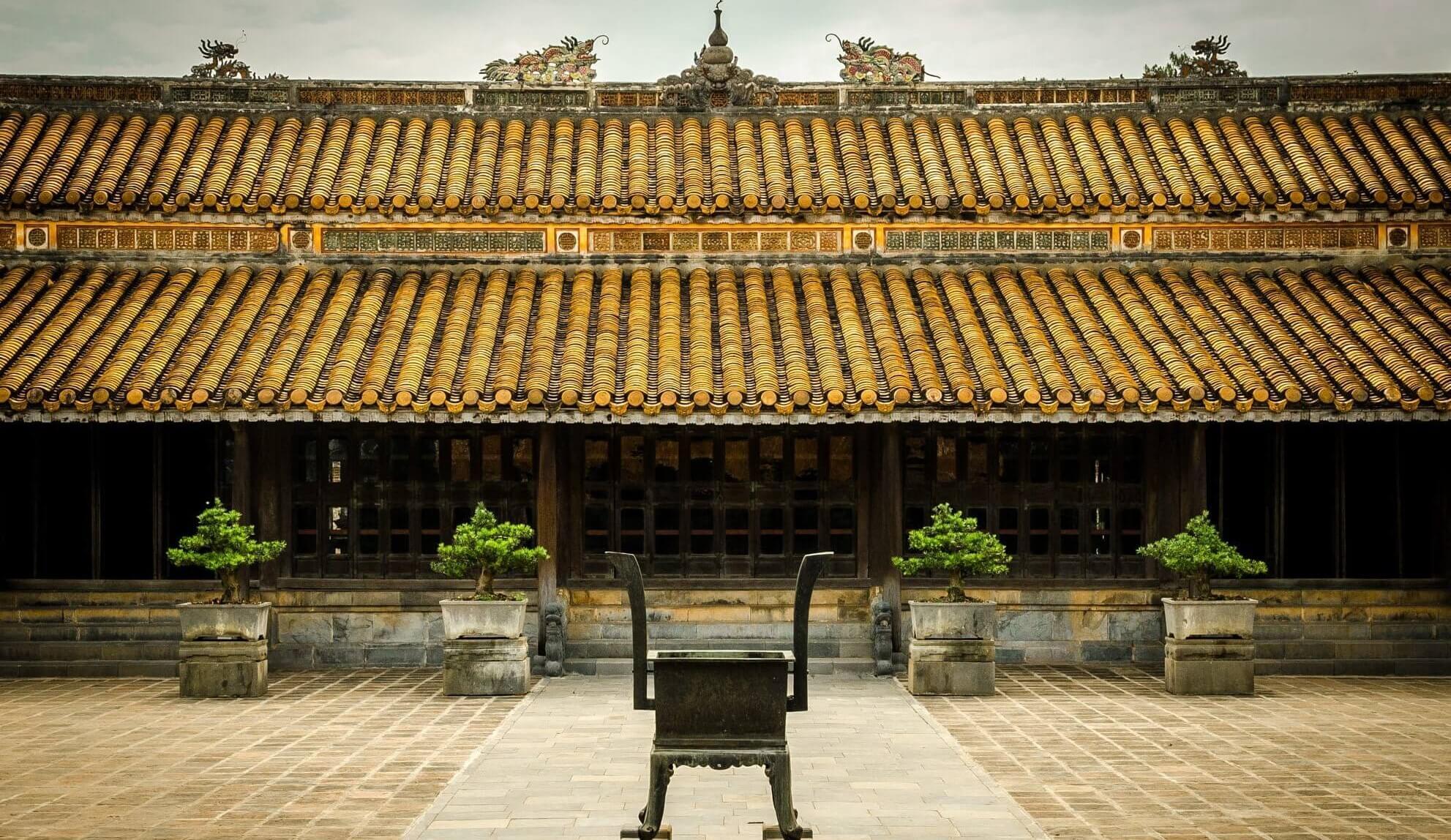 Lăng gồm hai phần chính là khu vực tẩm điện và lăng mộ