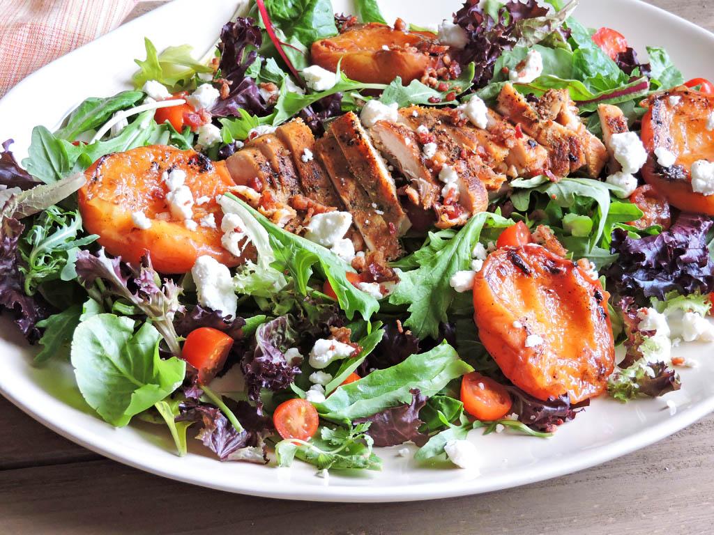 Món salad gà nướng giàu protein