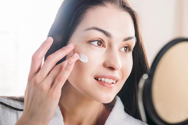 Sử dụng kem dưỡng ẩm cho da nhờn