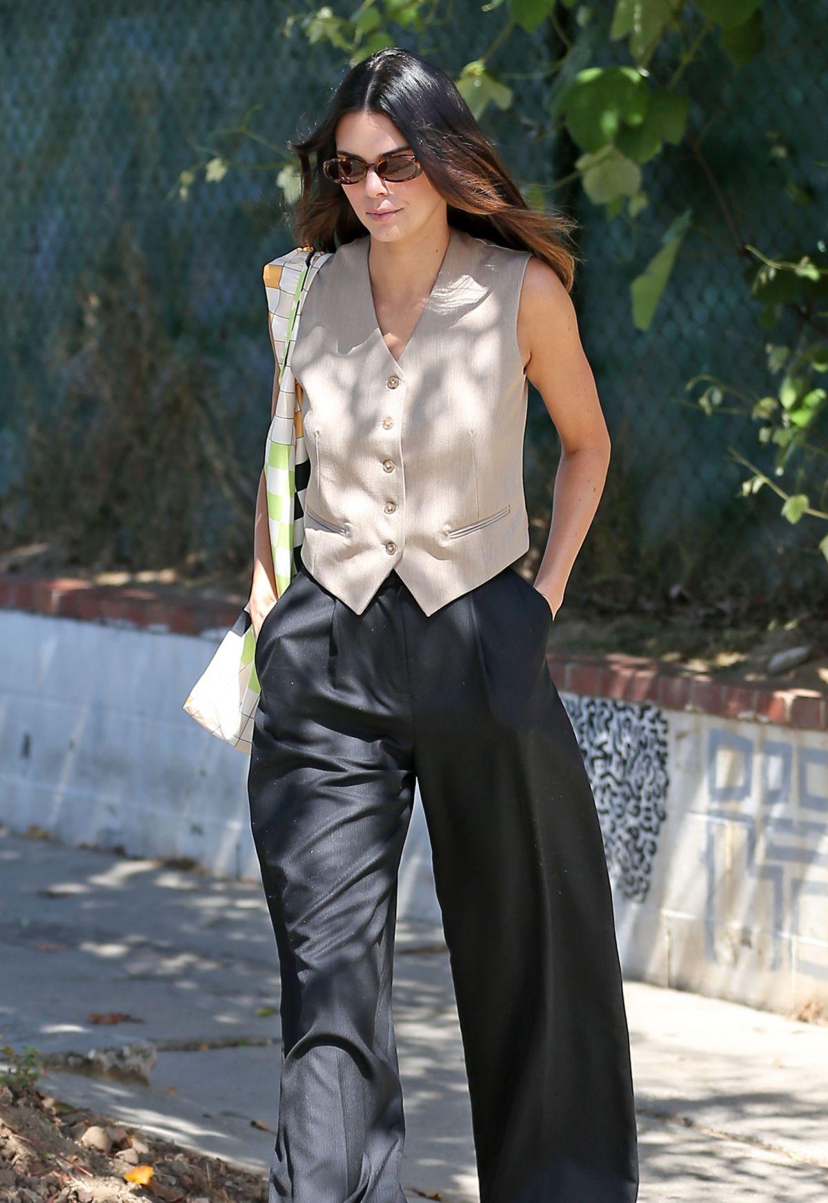 Trang phục veston mang tới nét cá tính cho phụ nữ ở mọi phong cách và lứa tuổi