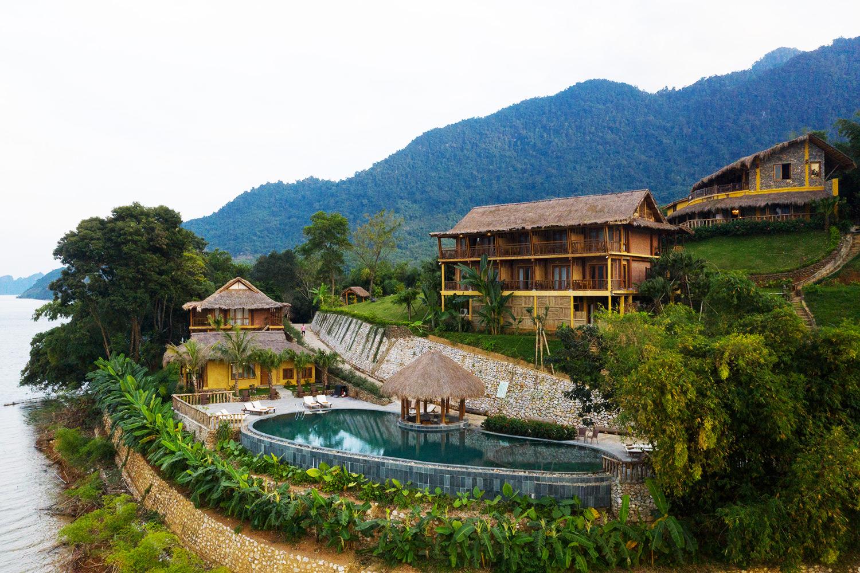 Nhà sàn của người Thái được xây dựng chủ yếu ở trên bản Lác và Poom Coọng