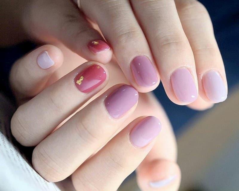 Sơn móng màu tím pastel