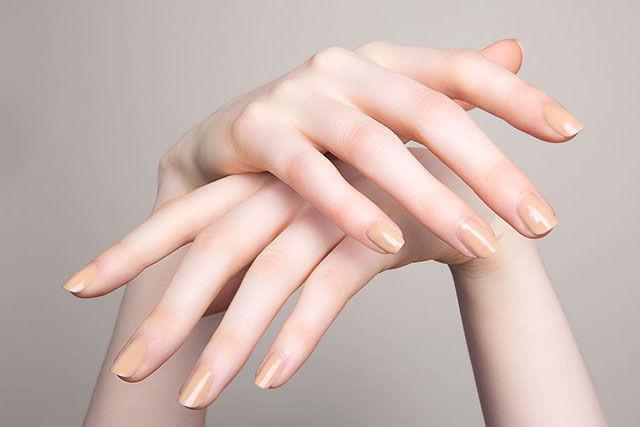 Sơn móng tay màu nude
