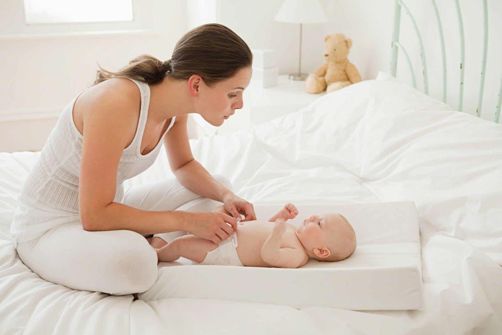 Làm thế nào để chăm sóc da cho trẻ sơ sinh từ 0 đến 6 tháng tuổi?