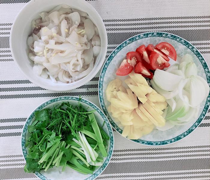 Nguyên liệu nấu canh chua mực
