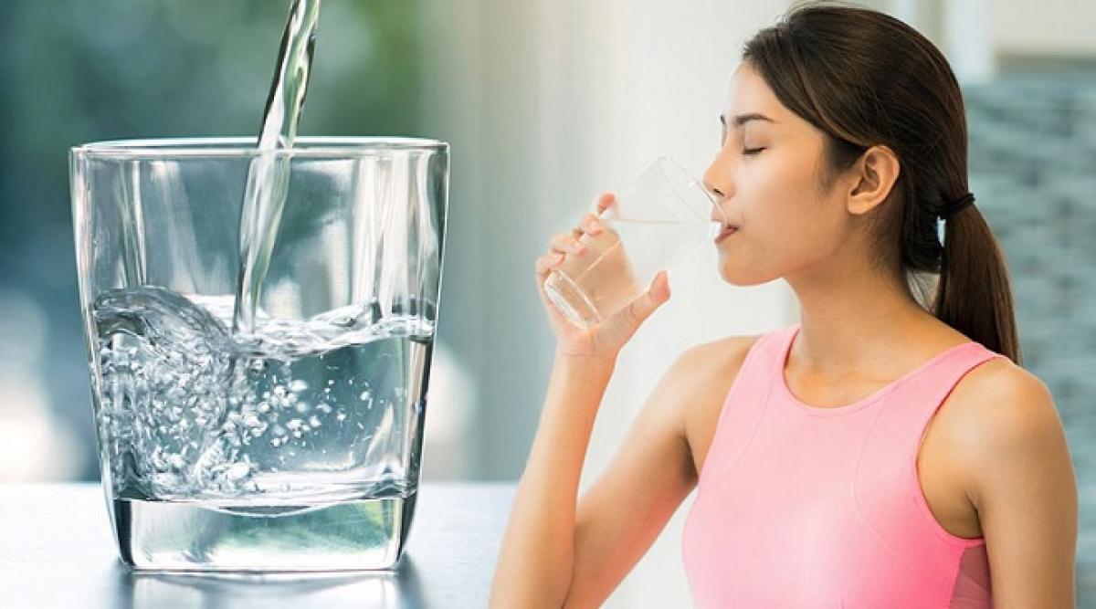 Tập thói quen uống nước lọc vào bữa sáng