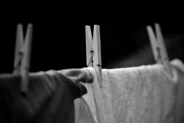Không được phơi quần áo vào ban đêm