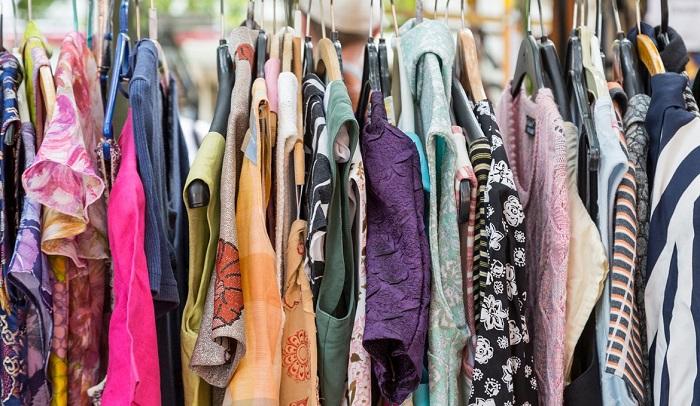 Vứt những bộ quần áo cũ không cần thiết đi